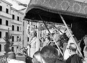 300px-Franco_dando_un_discurso_en_Éibar_en_1949